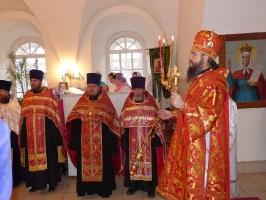 Всенощное бдение в день встречи Благодатного Огня в Тарской епархии